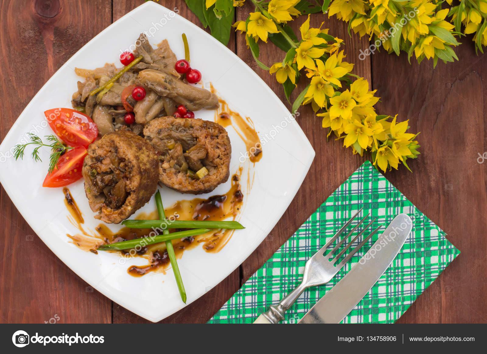 Köfte kıyılmış tavuk ile doldurulmuş