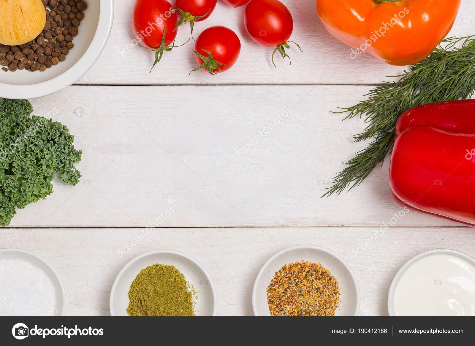 Weisse Holzkuche Tabellenhintergrund Mit Gesunde Kochzutaten Und