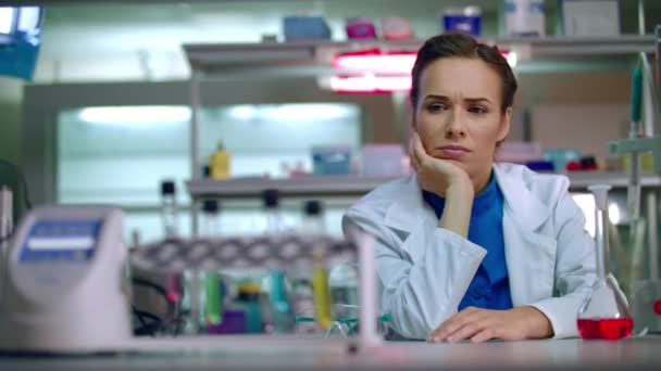 Chemist woman thinking in chemical lab. Female chemist in chemistry ...