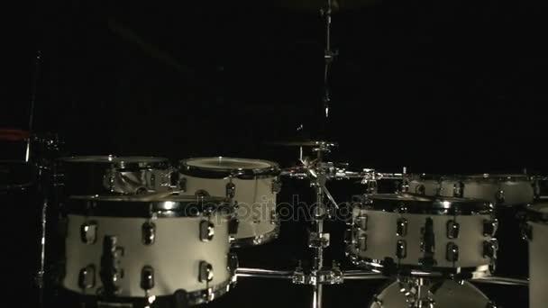 Dob felszerelés sötét stúdió. Állítsa be a dob-eszközök. Zene dobfelszerelést. Dob eszközök