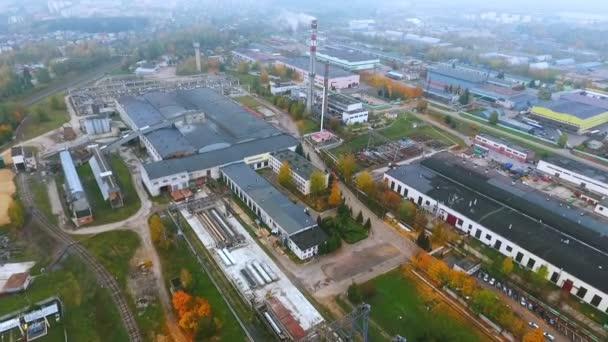 Sky view průmyslové továrny. Výrobní plochy v průmyslové město dron zobrazení