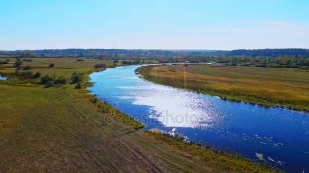 Letecká říční krajiny. Letecký pohled na krásné řeky. Řeky přírodní krajina