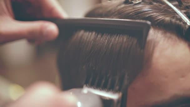 Come tagliare i capelli rasoio elettrico