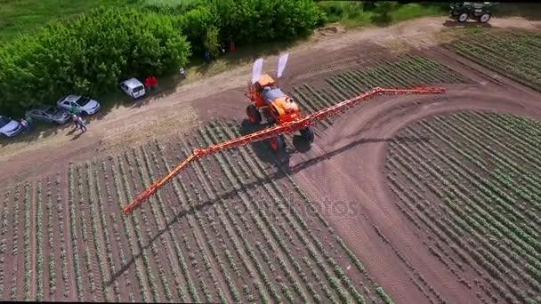 Zemědělské rozmetadlo. Zemědělské hnojivo pro zavlažování polí