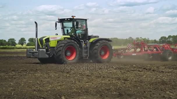 Zemědělské stroje. Zemědělství zemědělství. Zemědělské techniky. Zemědělské traktory