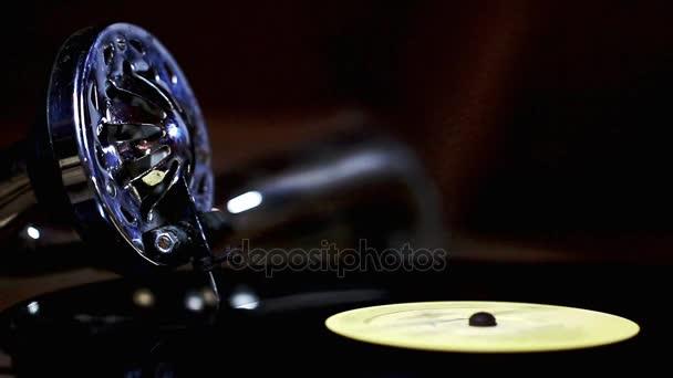 Tű a fej vintage gramofon, a bakelit csavaró. Retro gramofon