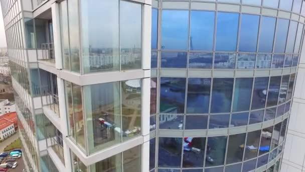 Reflexe město skla windows budově. Obchodní centrum budova