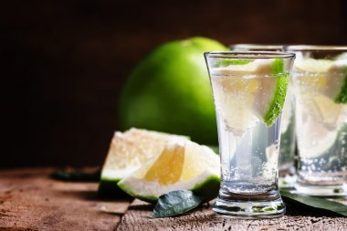 Alcoholic cocktails with gin tonic and green grapefruit