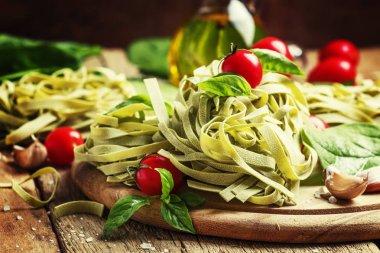 """Картина, постер, плакат, фотообои """"Ингредиенты для приготовления пасты со шпинатом, чесноком и оливковым маслом"""", артикул 130569074"""