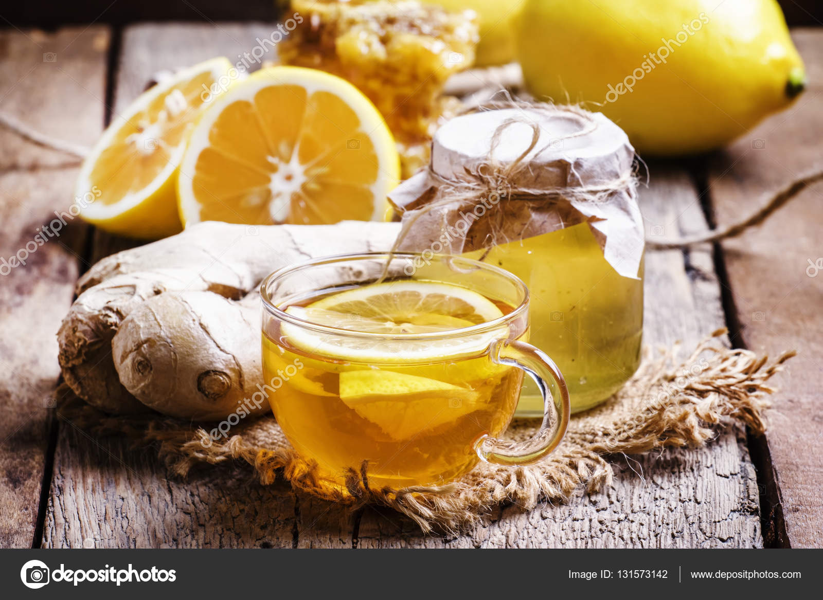 Schwarzer Tee Mit Honig Zitrone Und Ingwer Stockfoto 5ph 131573142