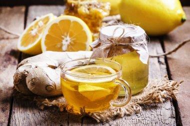 Black tea with honey, lemon and ginger