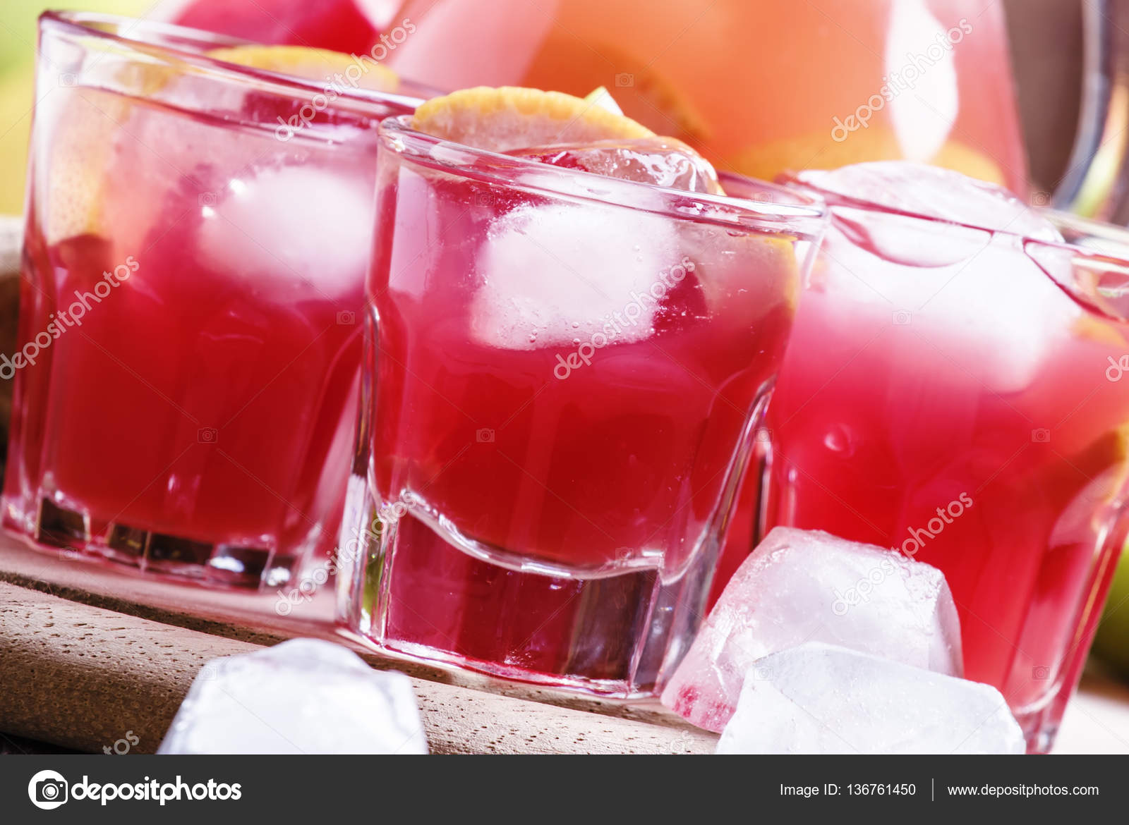 Bebida refrescante con pomelo — Fotos de Stock © 5PH #136761450