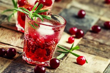 Two-layer cocktail with cranberry vodka