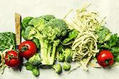 Zutaten für das grüne vegetarische Nudeln kochen