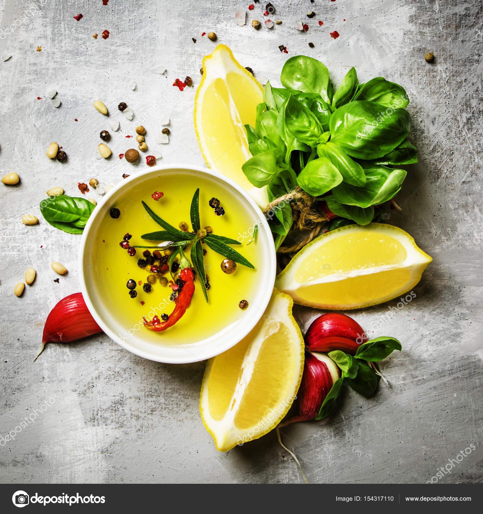Sarımsaklı Salata Sos Tarifi