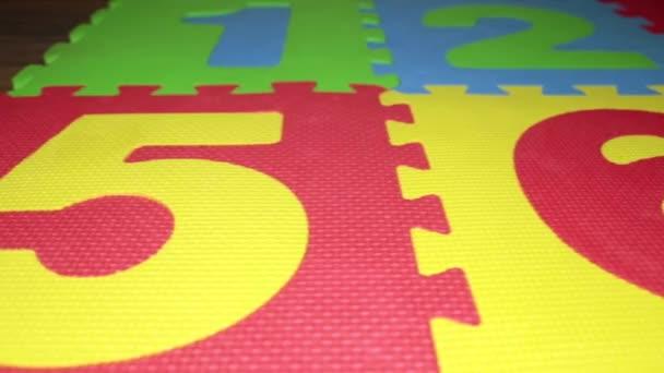 Tappeti Colorati Per Bambini : Childrens colorato tappetino. puzzle tappeto per bambini u2014 video