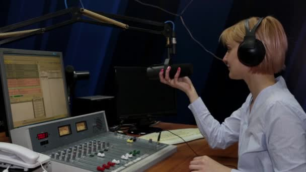 Photo Young woman DJ talking in microphone on air radio station