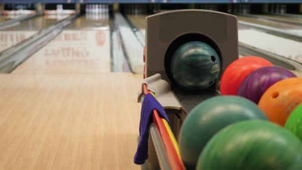 bowlingové koule v detailním parkoviště