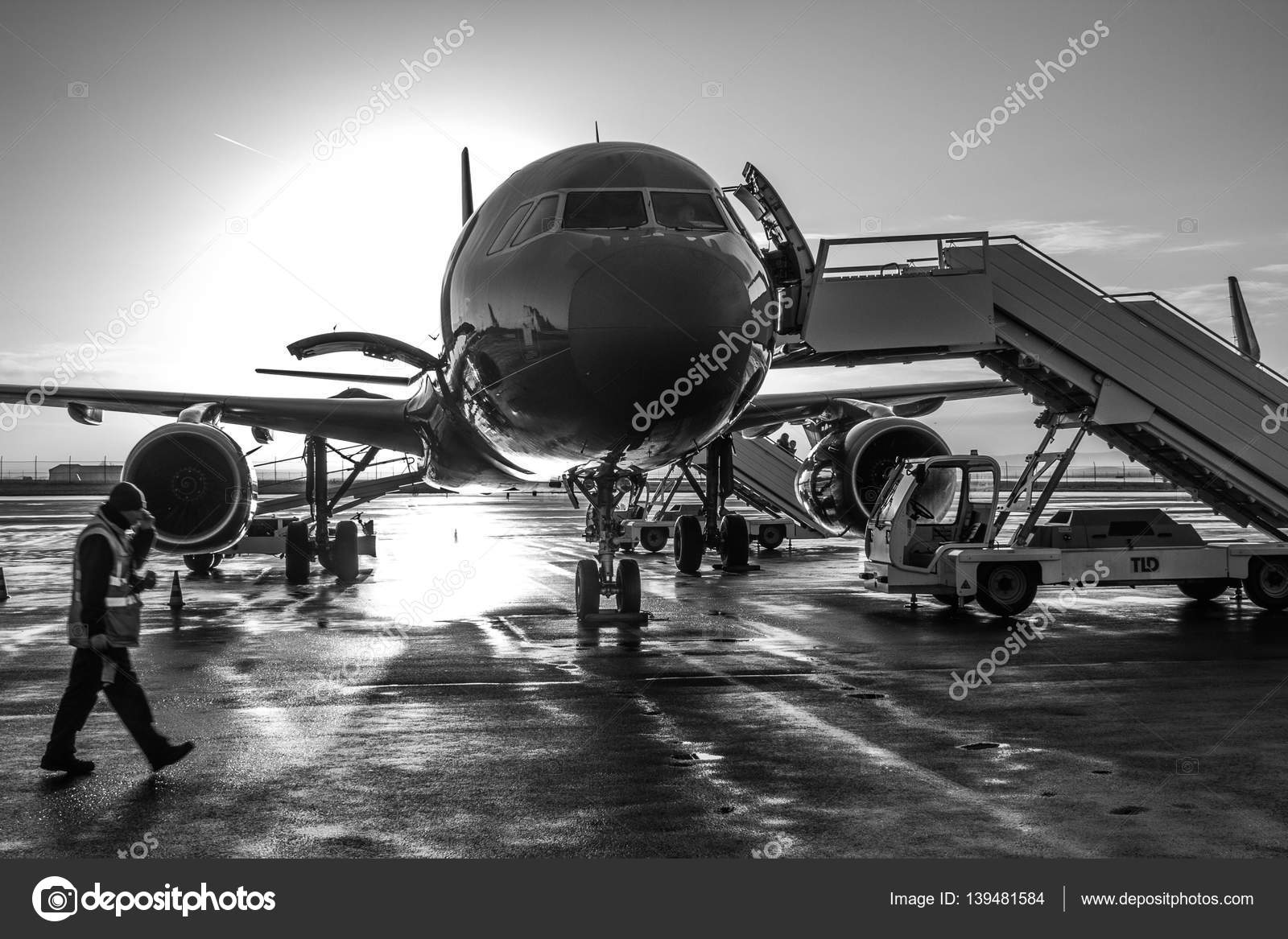 the plane, Wizzair – Stock Editorial Photo