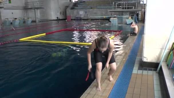 Aquathlon (Unterwasser Ringen), Ausbildung im Pool.