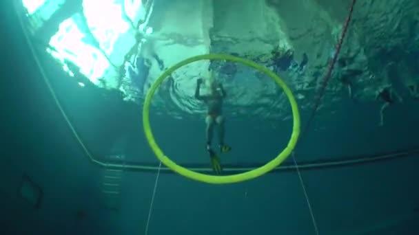 Aquathlon (Unterwasser-Ringen), Training im Pool.