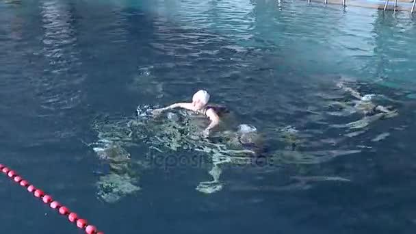 Synchronized swimming, team training.
