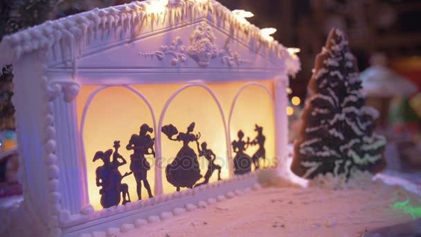 Karácsonyi mézeskalács sütik a díszeket. Új év hangulat