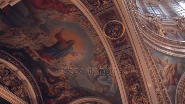 Wandmalereien mit religiösen Themen in der alten orthodoxen Kirche