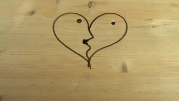 Whipes mužské ruce srdce tvar proměnila v líbání pár na dřevěný povrch