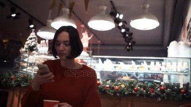 Видео в женской примерочной в магазине #6