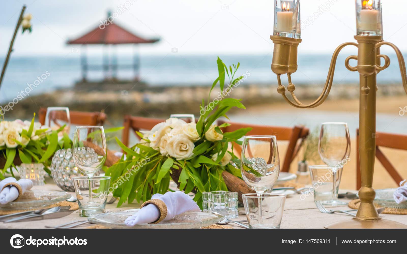 Close up de decorao de mesa no restaurante na praia bali stock close up de decorao de mesa no restaurante na praia bali fotografia de junglespirit Choice Image