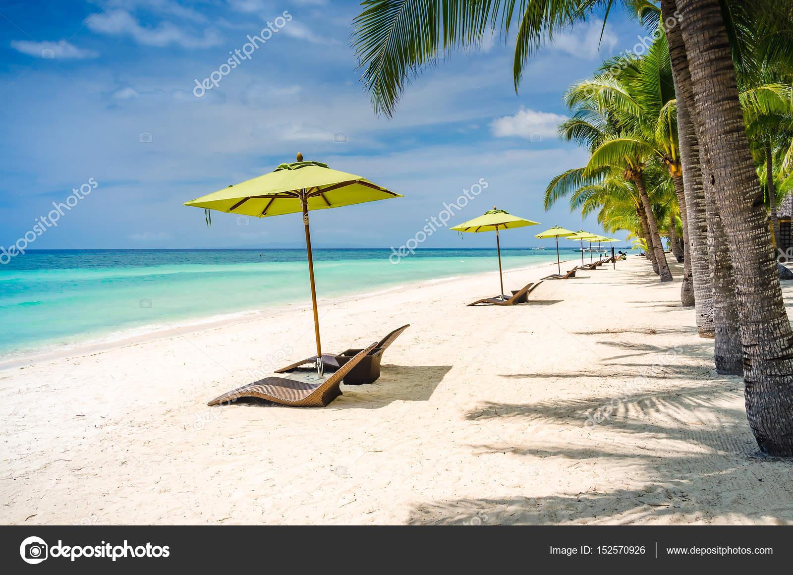 Sfondo spiaggia tropicale all 39 isola di panglao bohol con for Disegni di casa sulla spiaggia tropicale