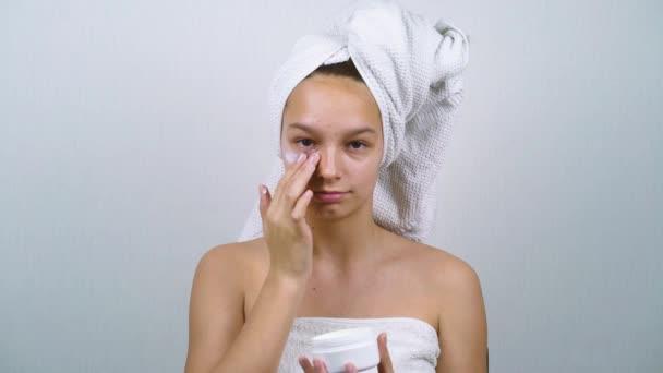 Tinédzser fürdőruha alkalmazása arc krém
