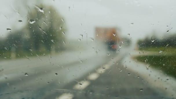 Stěrače čištění čelního skla na deštivý den