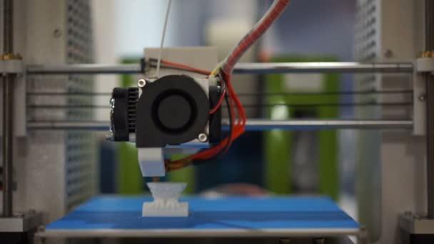 Makro-Ansicht der 3D-Drucker drucken eine Figur Masse Fertigungstechnologien