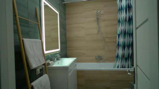 Eko styl koupelna design, moderní interiér hotelu, pronájem ubytování podnikání