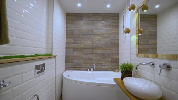 Fürdőszobában fürdőkád és mosdó, luxus ingatlan, bérbeadás