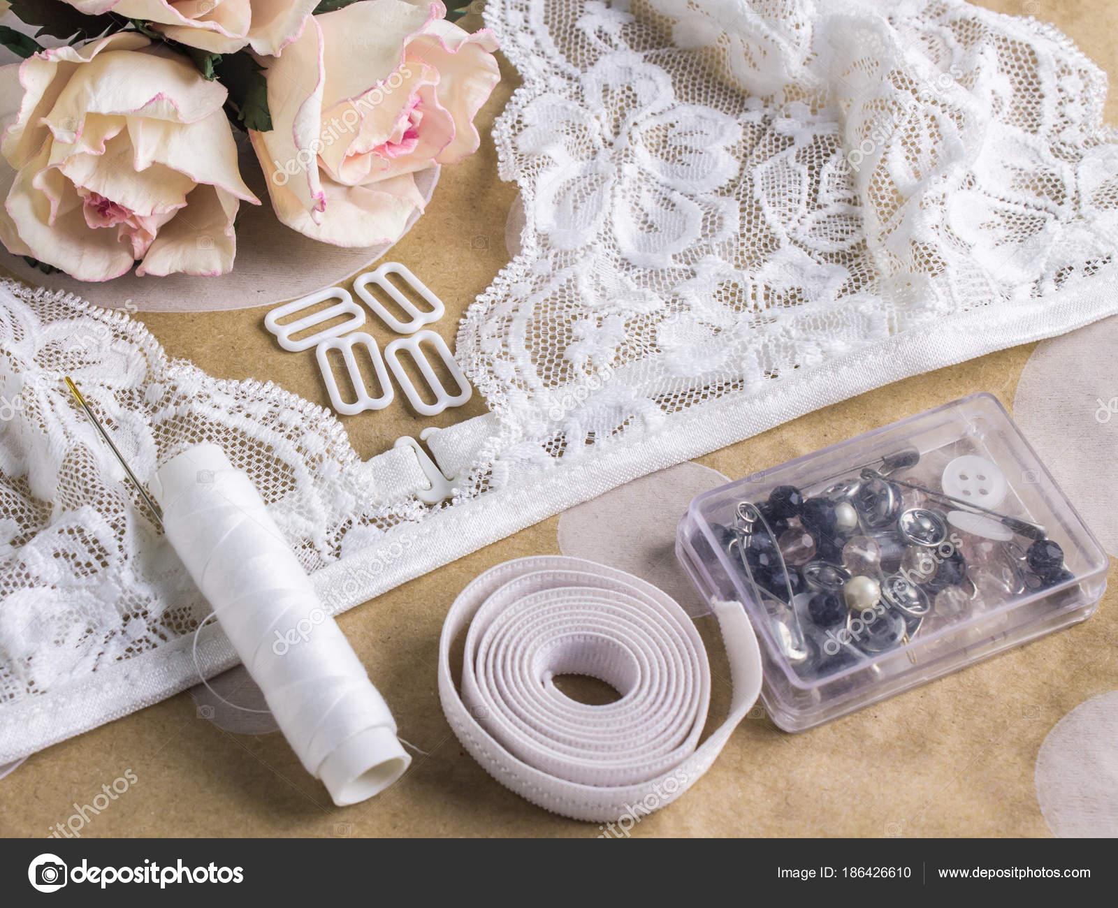 Outils et matériaux pour la couture dentelle lingerie maître