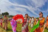 ramat gan - 15. April 2017: fröhliche Menschen tanzen im Park während