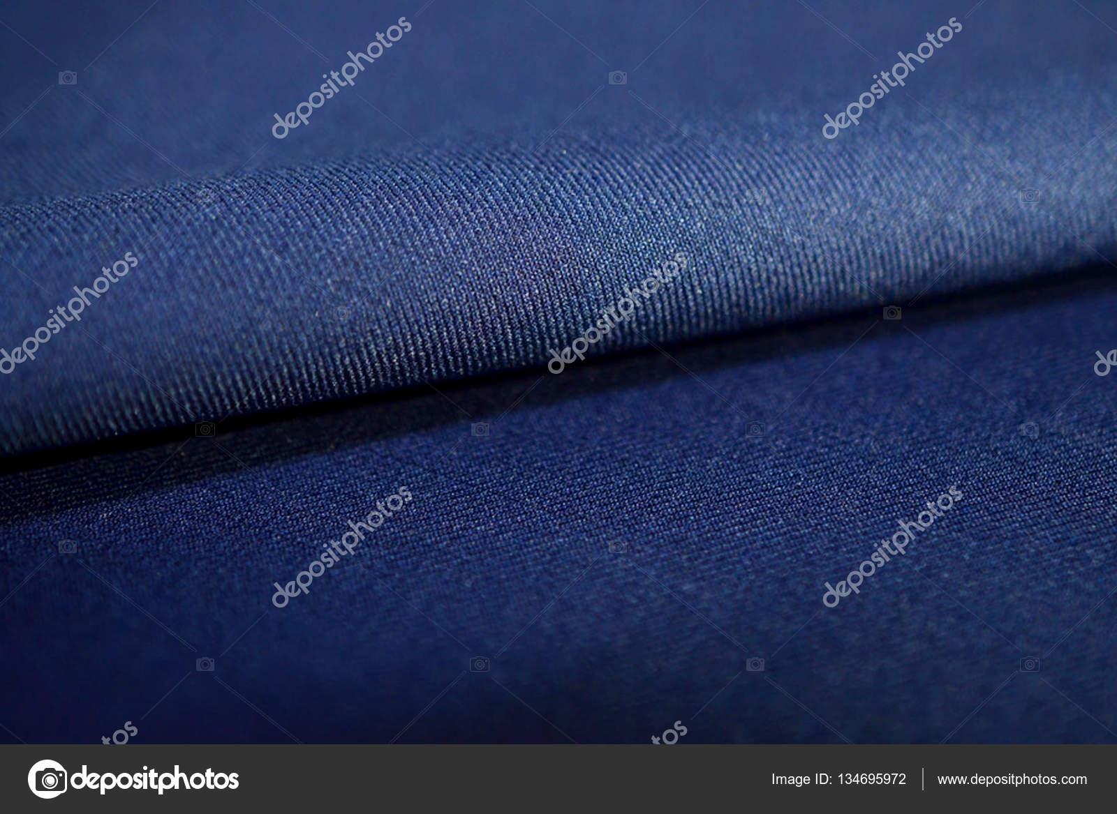 proche jusqu'à rouleau tissu texture bleu marine de couleur