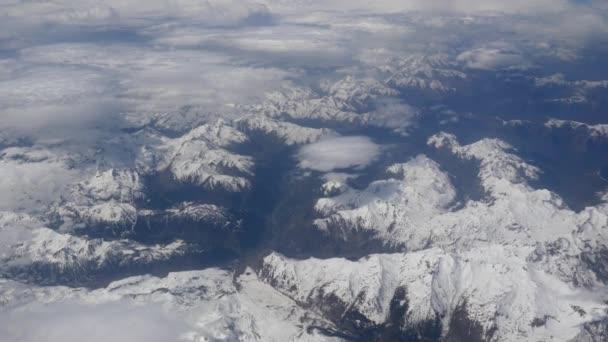 Letecký snímek mraky a hory