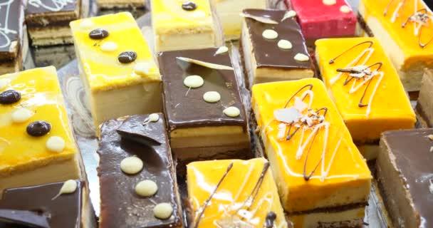 dorty a pečivo zobrazit na domácí pekárnu, lahodné sladké dobroty baker, krásné zákusky chutné pečivo