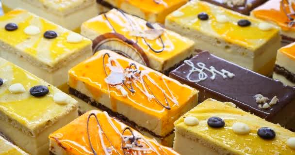 Kuchen und Gebäck anzeigen auf hausgemachte Bäckerei, süße Leckereien Baker, schönen leckeren Desserts Gebäck