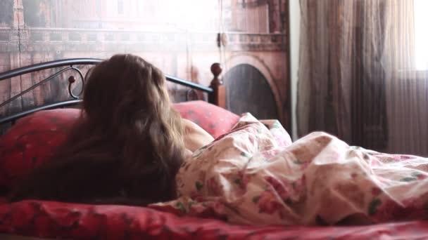 Спящая девчонка видео фото 82-240
