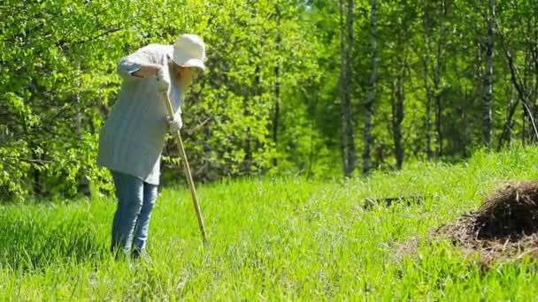 Vyčistěte tráva se sklonem