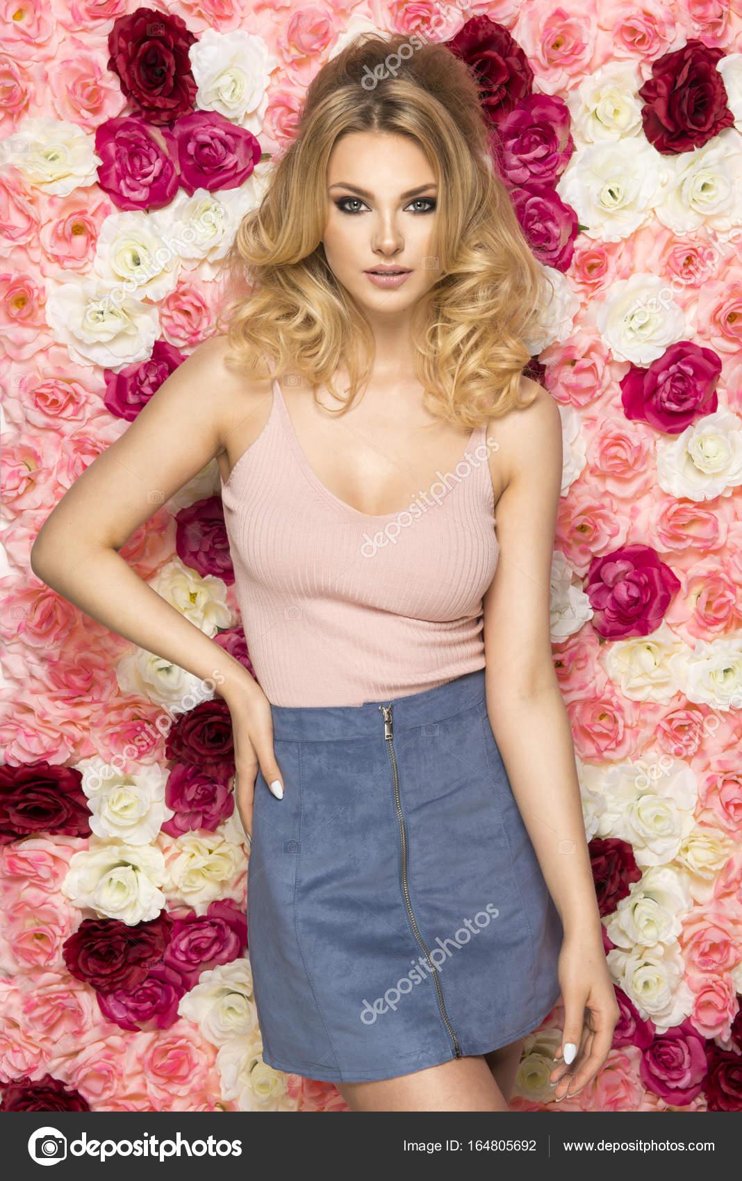 Niña con corte de pelo de Brigitte Bardot — Fotos de Stock © path21 ...