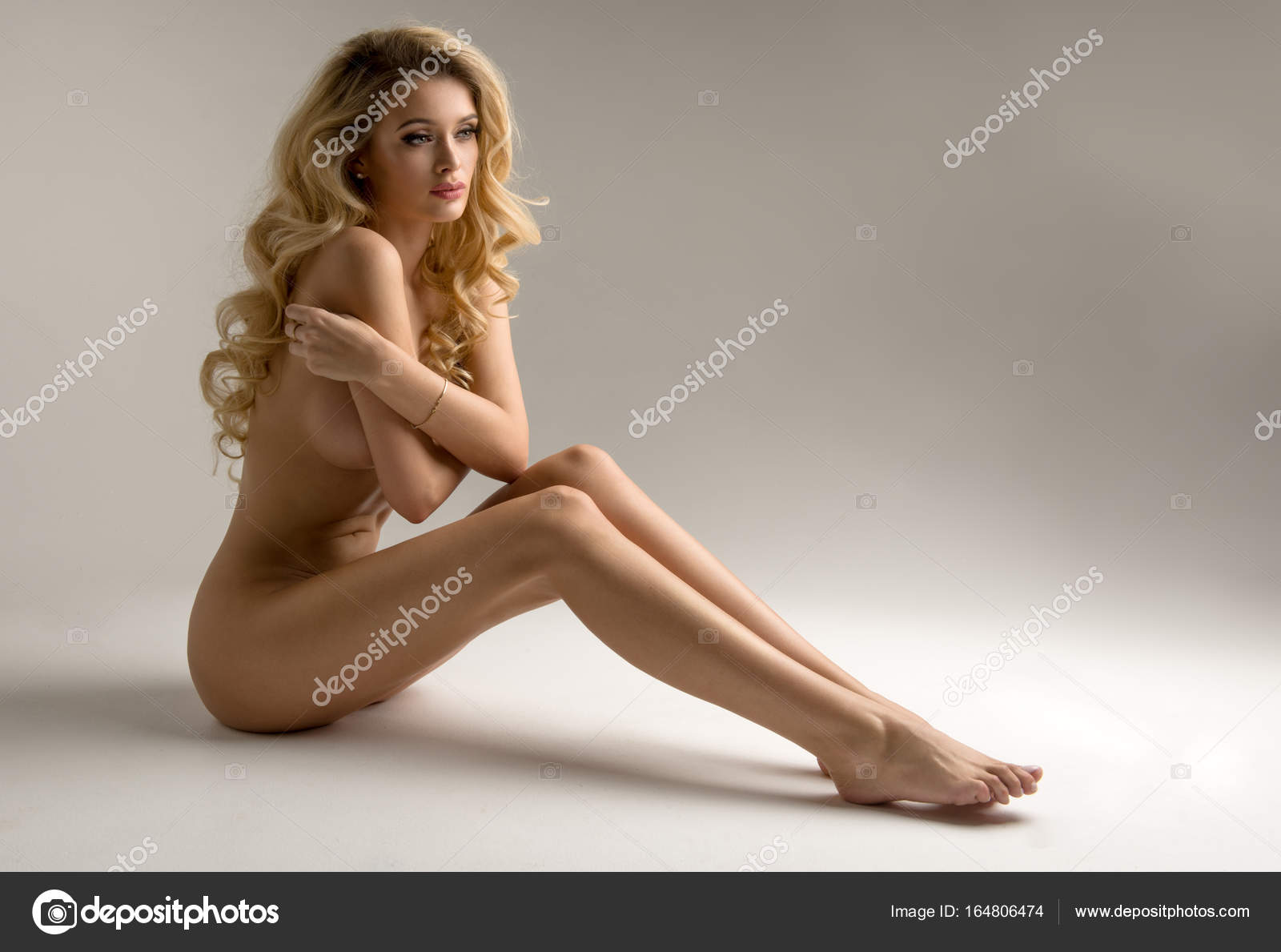 paren-krasivie-golie-blondinki-v-vozraste-porno-blondinka