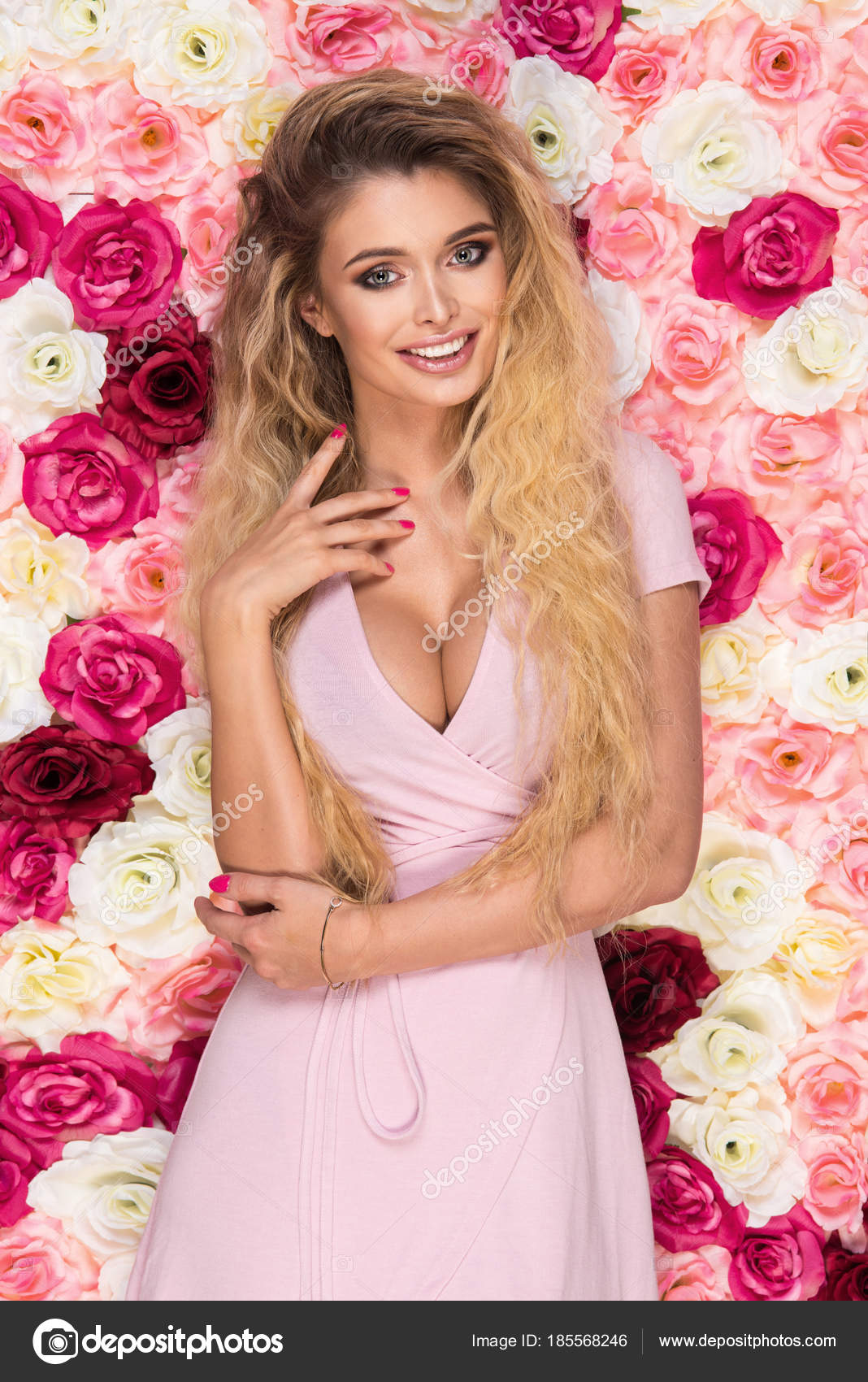 Ебля, блондинка в розовом платье