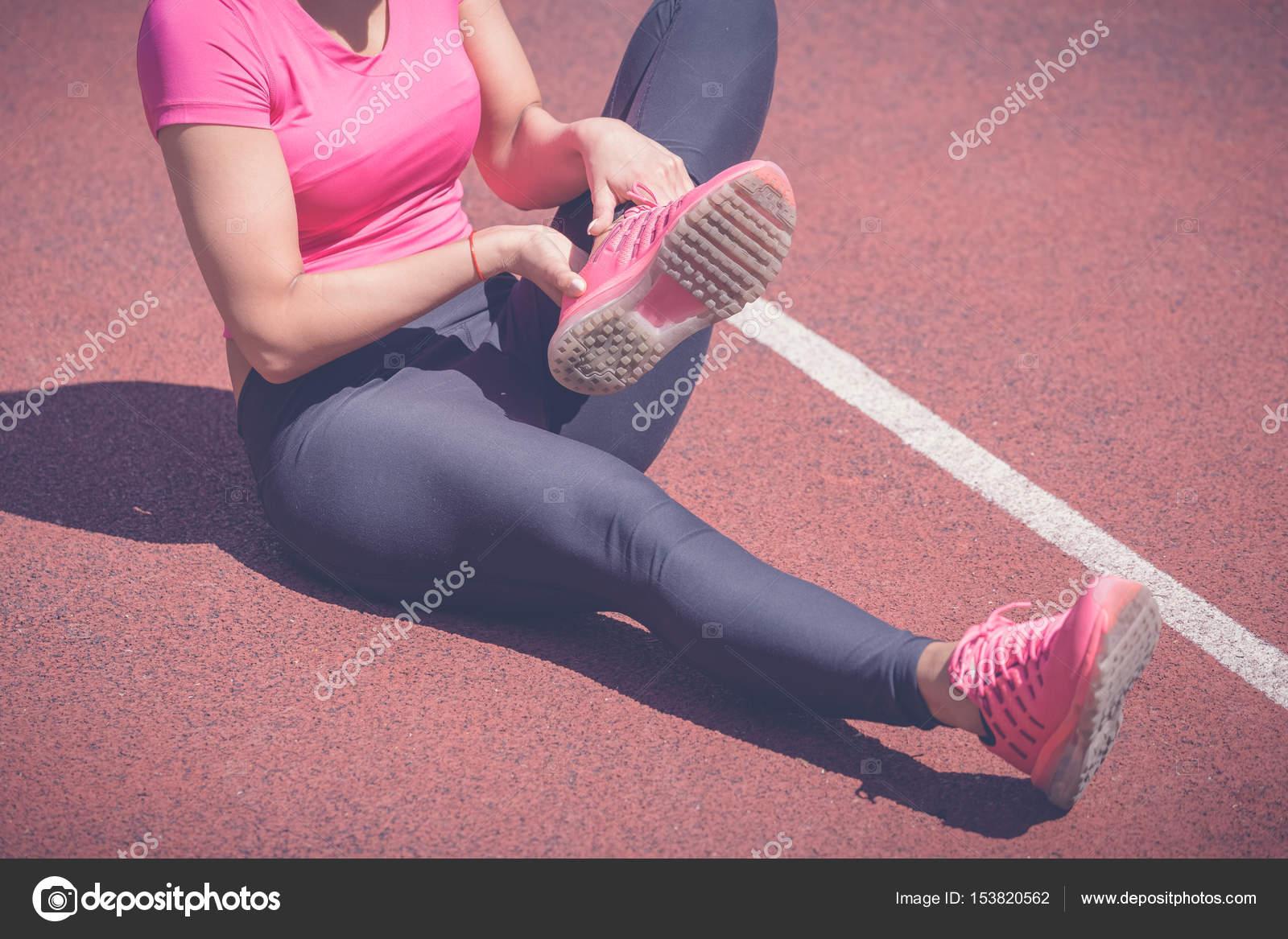 Knöchel beim Joggen verdreht — Stockfoto © Zoff-photo