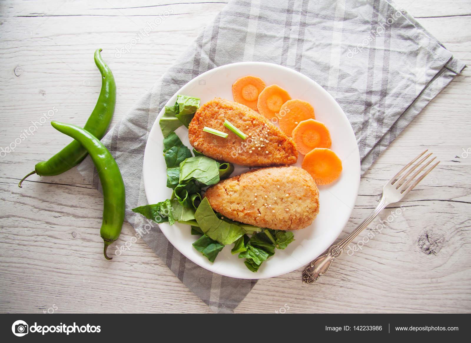 Diat Gerichte Karotten Pfannkuchen Mit Frischem Spinat Stockfoto